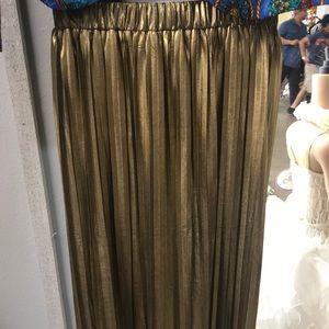 Skirts - Medium Francescas gold pleases skirt NWT 30 inches